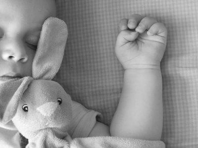 כמה שעות התינוק צריך לישון